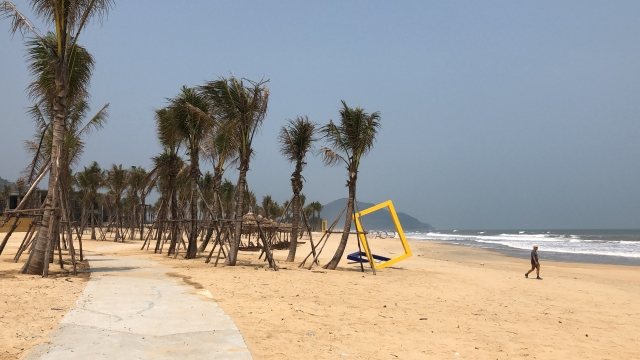 deserted beach on the way to Hoi An